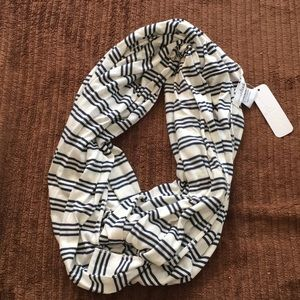 New NWT Infinity Scarf Charming Charlie blue white